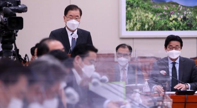 정의용 외교부 장관이 20일 오전 서울 여의도 국회에서 열린 외교통일위원회 전체회의에서 후쿠시마 오염수 방출 관련 긴급현안보고를 하고 있다. 연합뉴스 제공