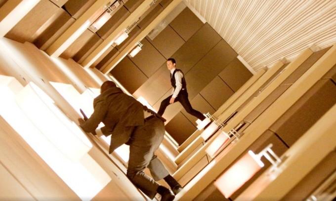 사람의 꿈을 조작한다는 내용의 이 영화에서는 꿈의 층위가 여러 단계로 나뉘어있다. 디스테이션/네이버영화 제공