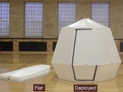 종이접기 방식으로 플라스틱 패널을 이용해 만든 팽창식 텐트는 공기를 처음에 주입하면 이후 공기 압력을 유지할 필요가 없다. 하버드대 제공