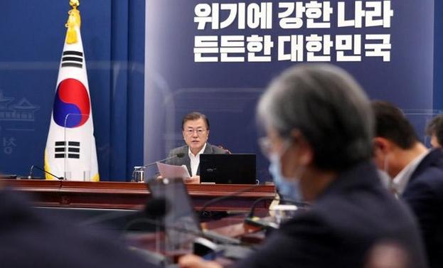 문재인 대통령이 12일 오후 청와대 여민관에서 열린 ′코로나19 대응 특별방역 점검 회의′에서 발언하고 있다. 연합뉴스 제공