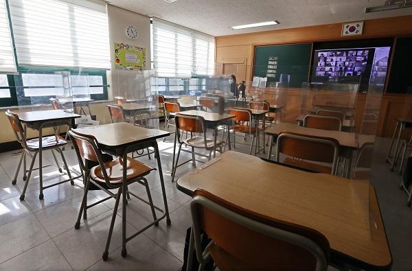 신종 코로나바이러스 감염증(코로나19) 확산으로 원격수업을 진행 중인 한 초등학교의 모습이다. 연합뉴스 제공