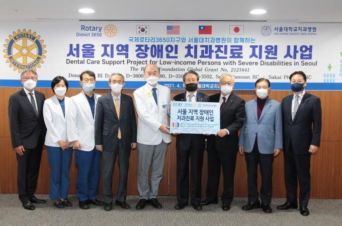 기부전달식 단체사진. 서울대치과병원 제공