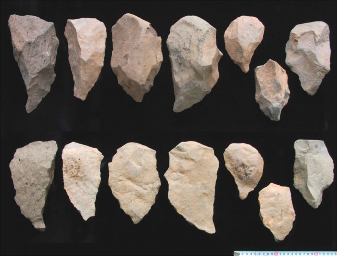 아프리카 케냐에서 발굴된 176만 년 석기에서 기술적으로 발달한 아슐리안 문화의 흔적이 처음 나타난다. 인근 에티오피아에서도 175만 년 전 아슐리안 석기가 발굴됐다(사진). 인지능력이 높아졌을 뇌의 형태 변화가 나타난 시점과 장소가 아슐리안 문화의 등장과 거의 일치한다. PNAS 제공