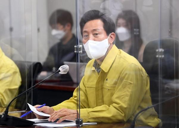 오세훈 서울시장이 12일 오전 서울시청에서 코로나19 관련 기자 브리핑을 하고 있다. 연합뉴스 제공