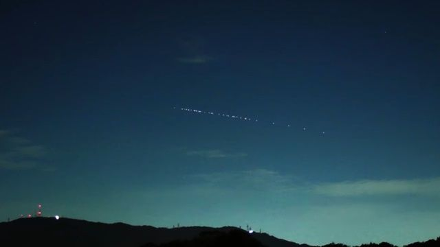 일본 하늘에서 목격된 스타링크 군집위성. 유투브 갈무리