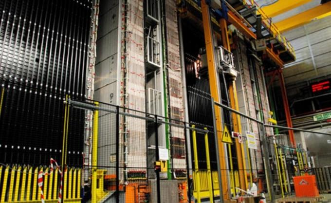이탈리아 그란사소의 지하실험실에 설치된 거대한 중성미자 검출장치. 오페라 제공
