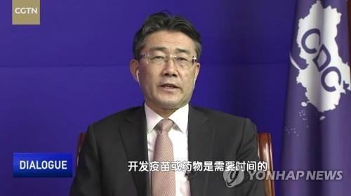 """중국 질병관리 수장 """"중국산 백신 효과 높지 않아"""" 첫 시인"""