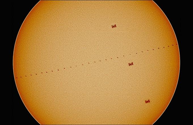 우수상을 수상한 이시우씨의 ′ISS 태양 표면 이중통과′. 꿈나무상과 인기상도 동시 수상했다. 천문연 제공