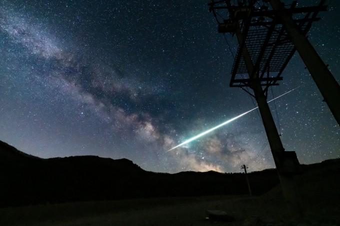 최우수상을 수상한 이성모 씨의 ′화구와 은하수′. 지난해 3월 29일 강원 인제에서 촬영됐다. 천문연 제공