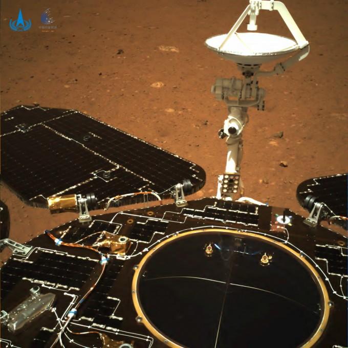 중국의 화성탐사 로버 ′주룽′이 보내온 화성 영상. 중국국가항천국 제공