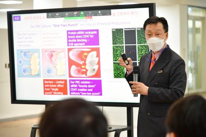 김종성 미국 보스턴대 교수가 KIST 본원에서 창업 관련 발표를 하고 있다. KIST 제공.