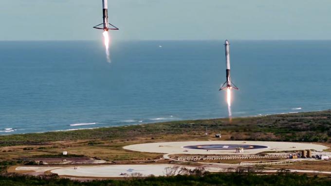 팰컨9의 1단 추진체가 착륙하는 모습. 스페이스X 트위터 캡처