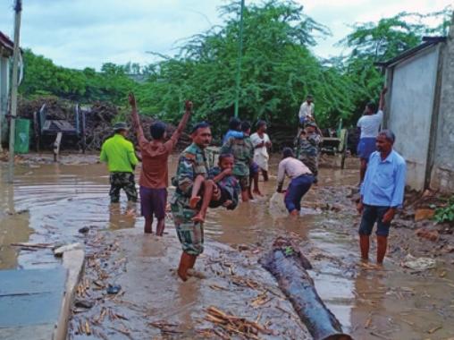 2019년 몬순 기후대에 속하는 인도에서는 200여 명의 사망자를 낸 폭우가 내렸다. 기후학자들은 스코펙스(SCoPEx)가 몬순 기후를 교란해 개발도상국에 큰 피해를 입힐 수 있다고 경고한다. 연합뉴스 제공