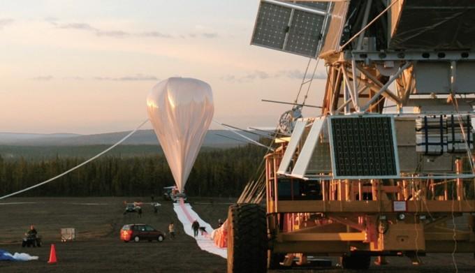 2005년 스웨덴 이스레인지우주센터에서 미국과 유럽, 캐나다 연구팀이 개발한 풍선우주망원경 블라스트(BLAST)를 띄울 준비를 하고 있다. 이와 같은 방식으로 성층권에 풍선을 띄워 미세입자를 뿌리는 지구공학 실험 스코펙스(SCoPEx)는 6월 시행 예정이었으나 국제사회의 우려로 중단됐다. 과학동아DB