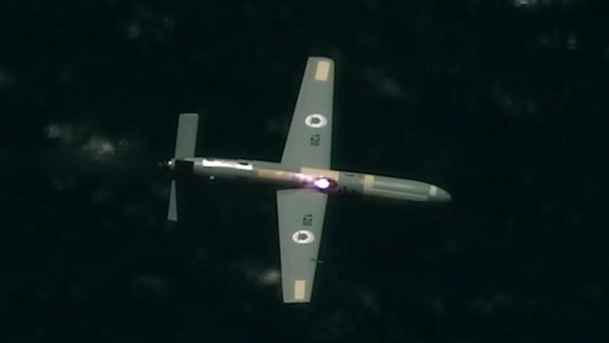 이스라엘이 공중에서 쏜 레이저로 드론을 격추하는 실험에 성공했다. 이스라엘 국방부 제공