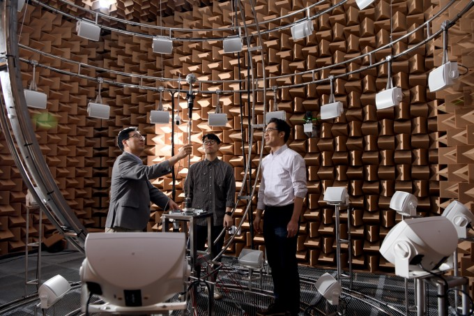 KRISS-포스텍 공동연구팀이 연구실 내부에서 실험을 진행하고 있다. 한국표준과학연구원 제공