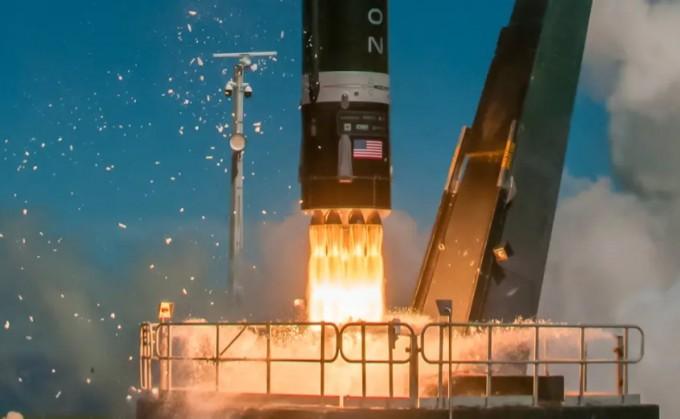 이웃나라 뉴질렌드의 민간 소형발사체 기업 로켓랩이 2020년 6월 재활용 우주발사체 일렉트론을 성공적으로 쏘아 올렸다. 로켓랩 제공