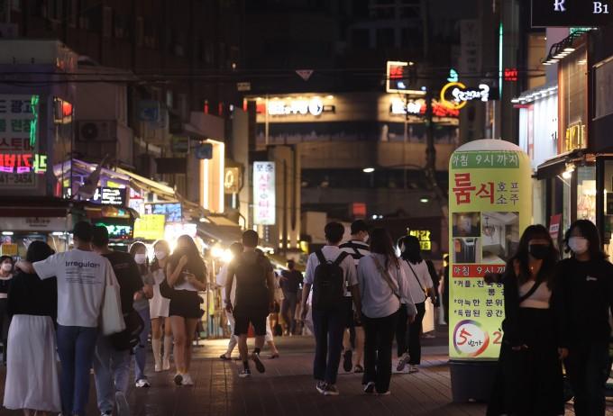 6일 오후 서울 홍대거리가 붐비고 있다. 연합뉴스 제공