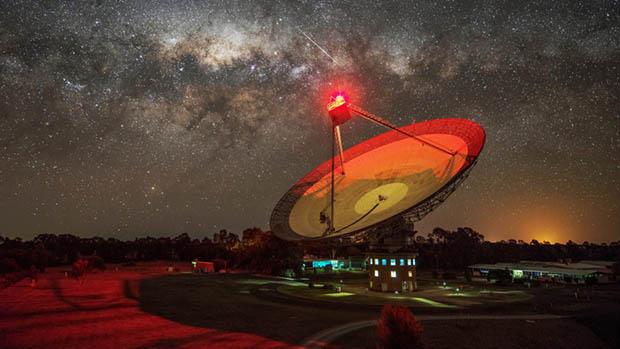 호주 시드니 북서쪽에 위치한 팍스 전파망원경(Parkes Obseervatory). 1961년 설치된 이 전파망원경으로 1969년 전 세계에서 최초로 달 착륙 사진을 미 항공우주국으로 전송했다. 호주 항공우주국 제공