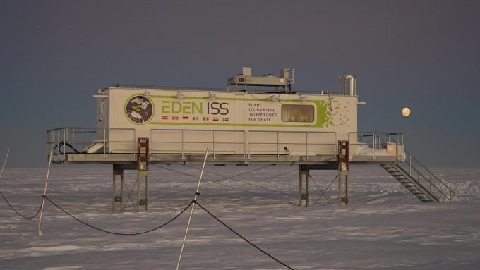 독일 항공우주센터(DLR)가 남극 엑스트롬 빙붕에 설치한 ′남극 온실′ 컨테이너. DLR 제공.