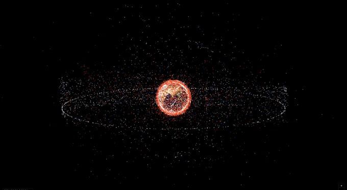 천문연이 개발한 소프트웨어로 나타낸 인공우주물체들. 하얀색은 인공위성, 파란색은 우주발사체의 잔해들, 붉은색은 인공우주물체의 잔해들, 파란색과 붉은색이 모두 우주쓰레기들이다. 천문연 제공