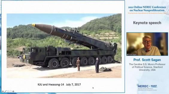 ICBM옆에서 담배 피운 김 위원장 사진 본 핵비확산 전문가