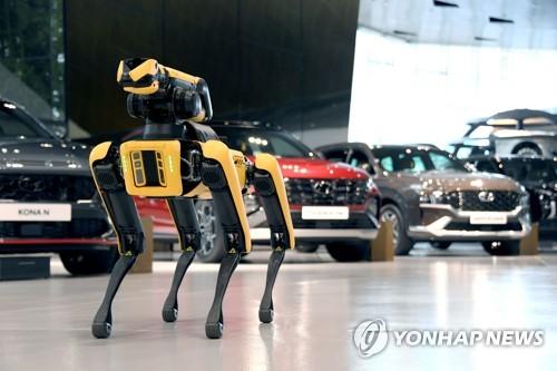 '로봇개'가 공장 점검도…현대차·보스턴다이내믹스 본격 협업(종합)