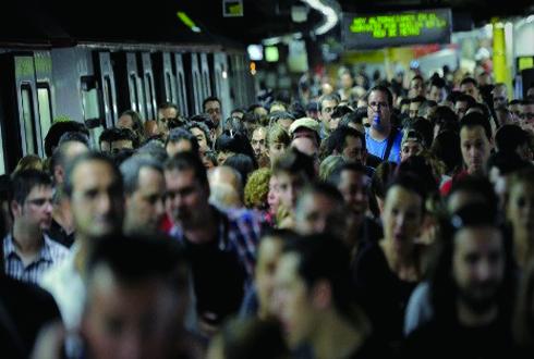 'MWC 2016' 개막하는 날, 지하철 파업