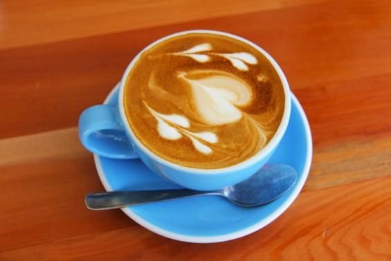 우유 없이 카페 라떼를 만드는 마법의 물질