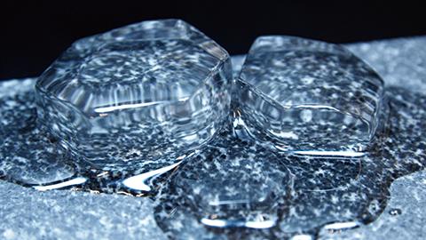 영하에서 얼음은 한 층씩 녹는다