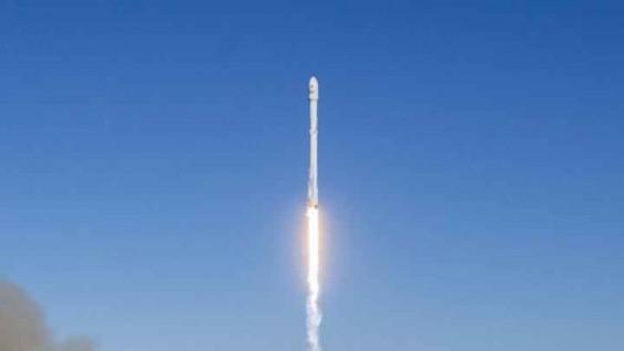 스페이스X, 폭발사고 4개월 만에 통신위성 10대 발사 성공