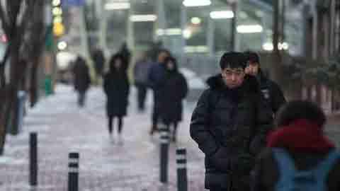 [14일 날씨] 전날 눈·비, 빙판길 조심…큰 일교차