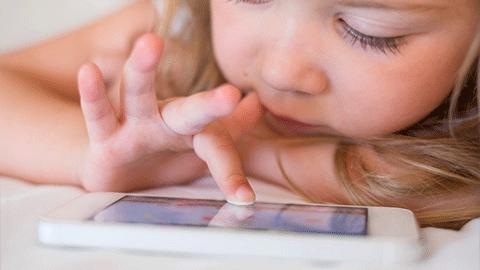 당신의 자녀는 스크린 미디어 중독에서 안전합니까?