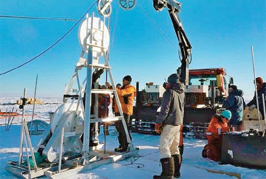 남극 빙하 2.3km 아래 호수서 '고대 타임캡슐' 퍼올린다