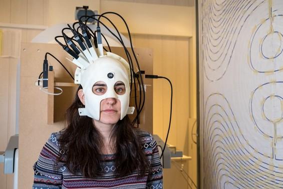 헬멧처럼 머리에 쓰는 웨어러블 뇌자도 측정기