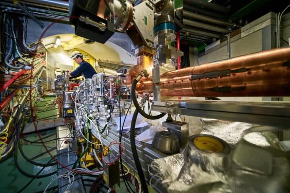 '플라스마 파도' 만들어 입자 가속...소형 가속기 실험 성공
