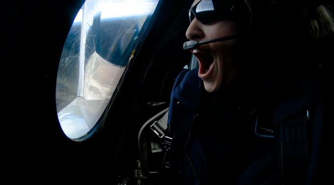 사상 최초 민간인 우주여행 시승객은 베스 모제스