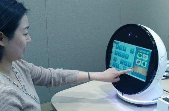 [미리 체험하는 의료로봇]⑤ 게임 통해 기억력 높이는 로봇 보미