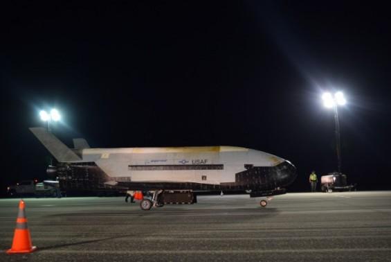 美 공군 X-37B, 우주에서 780일간 비밀 임무 마치고 귀환