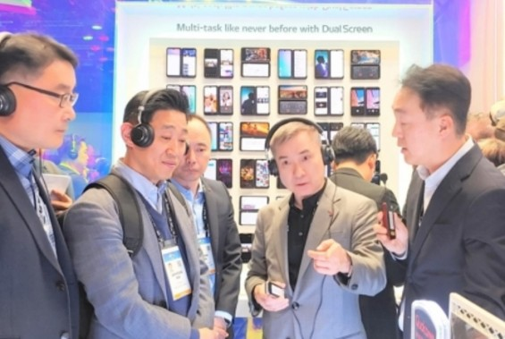 하현회 LGU+ 부회장, CES서 AI·AR·자율주행 먹거리 발굴