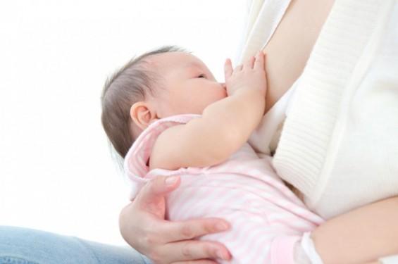 모유 수유로 엄마의 건강한 항체 전달한다