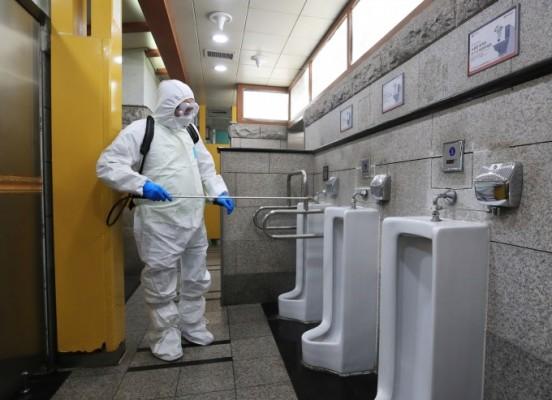 대소변에서도 코로나19 발견...지금까지 밝혀진 코로나19 감염경로는