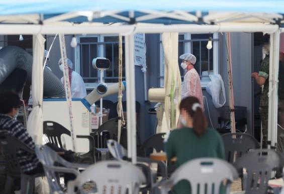 국민 10명 중 8명 정부 코로나19 대응 '성공적'