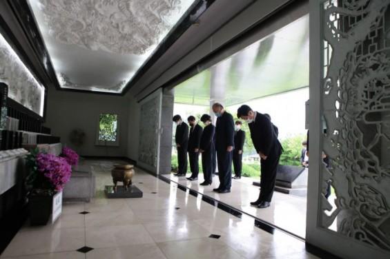 [의학게시판] 서울대치과병원 집행부, 국립서울현충원 참배 外