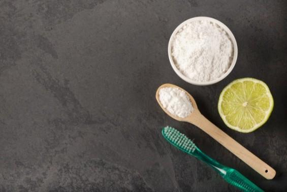 [만연하는 가짜 의학정보] 베이킹 소다와 레몬, 치아 미백효과 없다