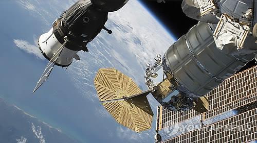 국제우주정거장 파편 피해 회피기동…우주비행사도