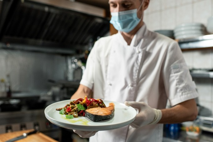 코로나19 때 자리지킨 '필수노동자'들 위험하다...美서 평소보다 많이 숨진 직업 '요리사'