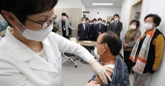 만 65세 이상 고령자도 아스트라제네카 백신 맞는다