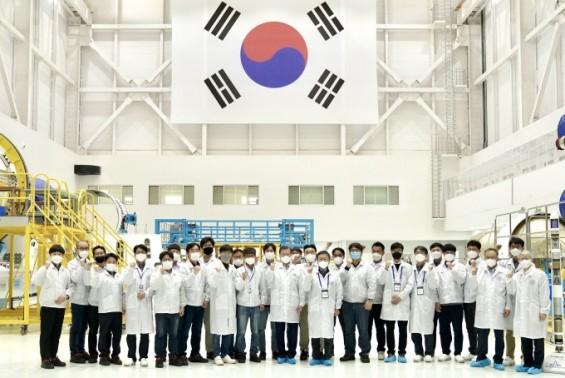 """문 대통령 """"한국의 스페이스X 키우겠다""""…3대 우주 전략 발표"""