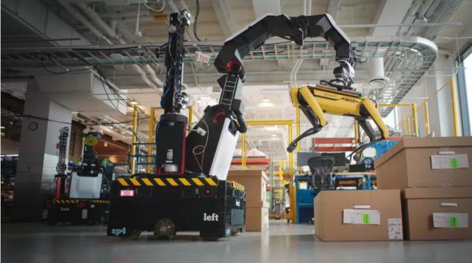 로봇팔로 네 발 로봇 '스폿'을 번쩍…보스턴 다이내믹스, 물류로봇 '스트레치' 공개